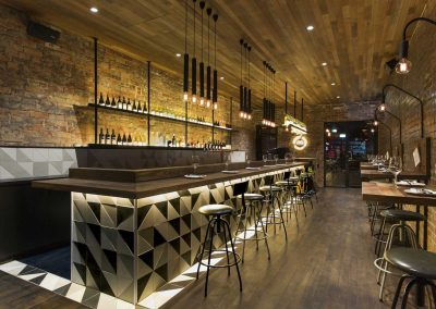 Idees-deco-bar-look-industriel-9